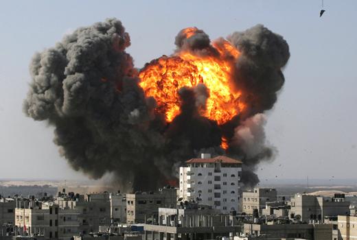 israel-explosion-en-el-sur-de-la-franja-de-gaza-cerca-de-la-frontera-con-egipto-foto-afp-y-said-khatib-alternative-crop.jpg