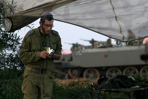 israel-soldado-rezando-en-la-frontera-de-gaza-foto-efe-y-kobi-gideon-prohibido-su-uso-en-israel.jpg