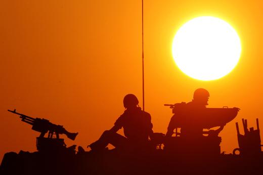 israel-soldados-israelies-vigilando-la-frontera-foto-reuters-y-gil-cohen-magen.jpg