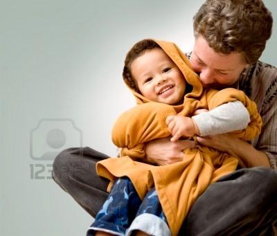 abuelos-pareja-mujer-abuela-abrazando-apretando-y-riendo-con-su-nieto-cute-preescolar-tanto-felices-y-sonrie.jpg