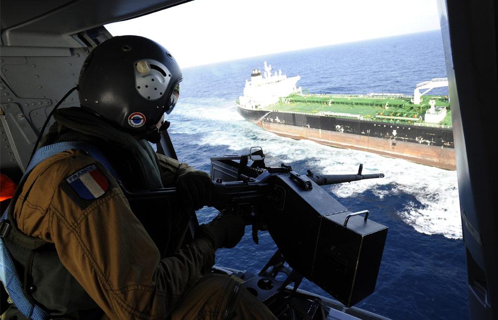 piratas-en-somalia-defendiendo-los-barcos-desde-el-aire.jpg