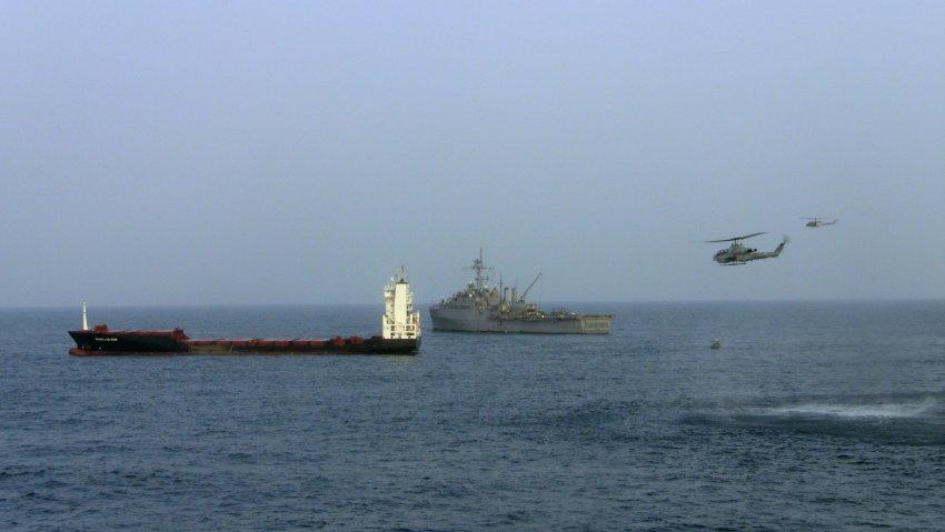 piratas-en-somalia-el-magellan-star-en-el-golfo-de-aden-foto-us-navy.jpg