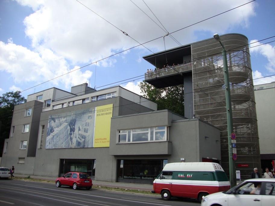 berlin-edificio-para-contemplar-el-muro-real-foto-alfonso-vidal.JPG