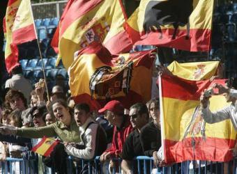 desfile-banderas-preconstitucionales-foto-cristobal-manuel-el-pais.jpg