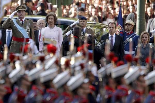 desfile-momento-del-himno-nacional-foto-ballesteros-efe.jpg