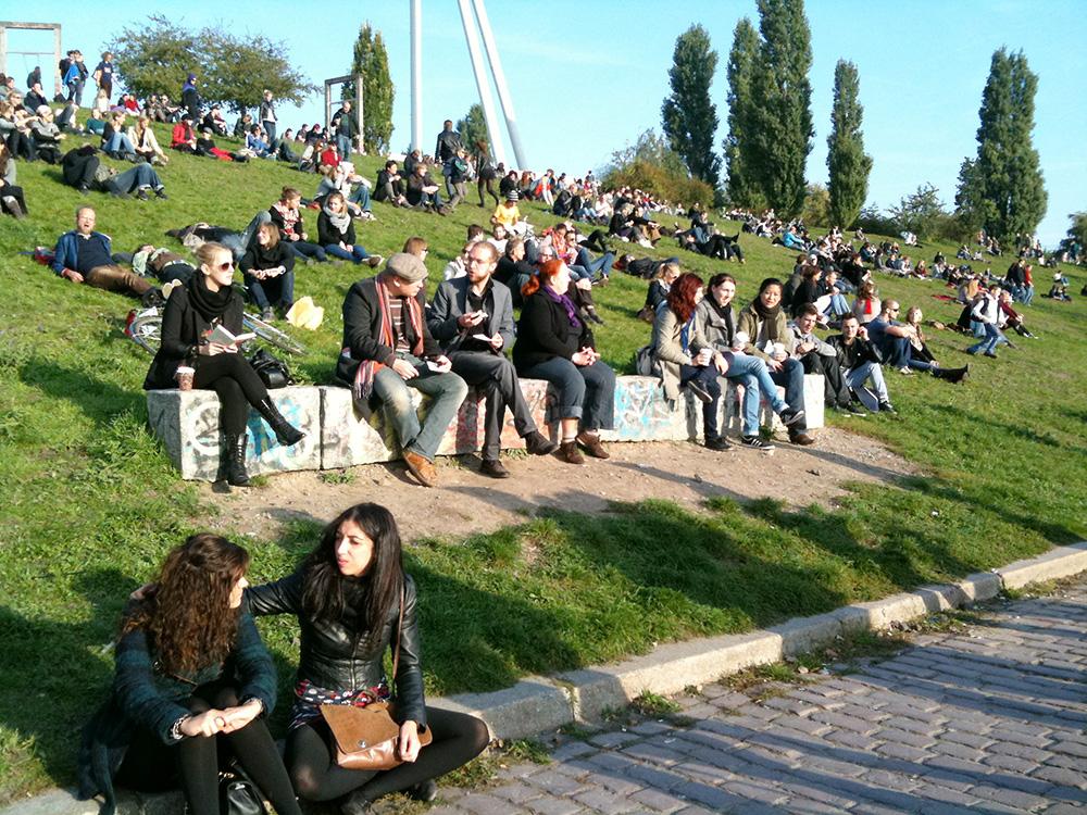 Disfrutando de los últimos rayos de sol en el Mauerpark