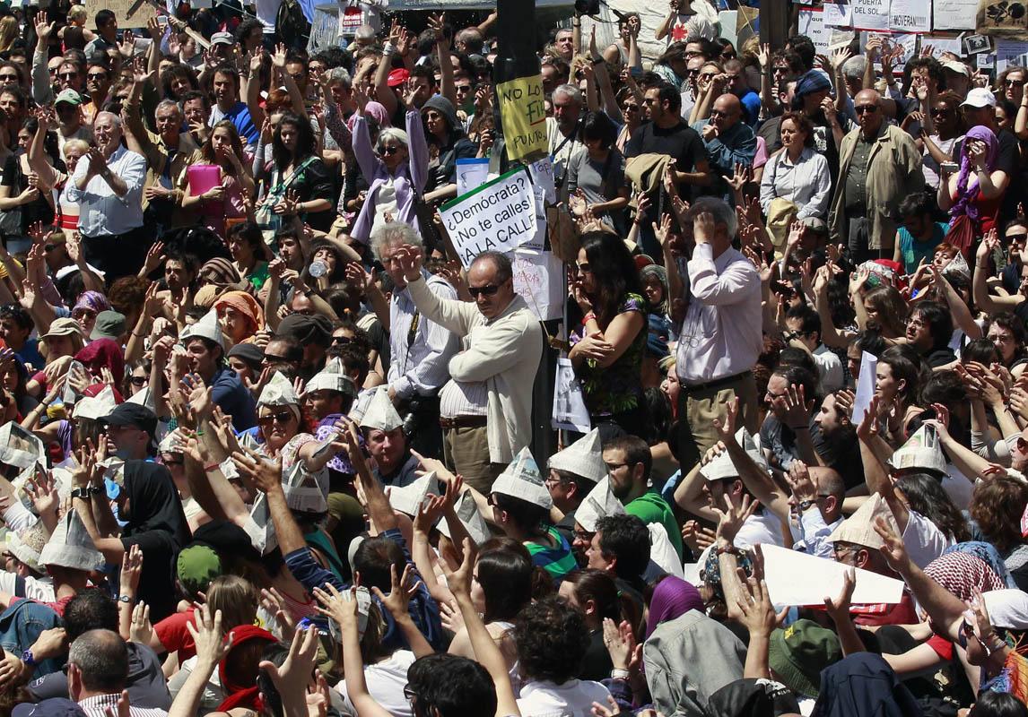manifestaciones-15-m-ambiente-general-de-dia-en-puerta-del-sol-foto-afp.jpg