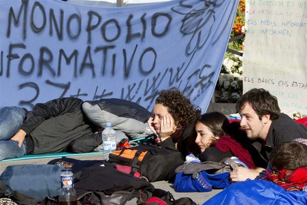 manifestaciones-15-m-cientos-en-plaza-de-cataluna-foto-efe.jpg