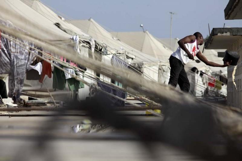 malta-refugiados-general-campameto-ropa-tendida-foto-olmo-calvo.jpg