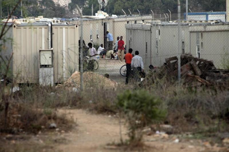 malta-refugiados-libres-tras-las-alambradas-foto-olmo-calvo.jpg