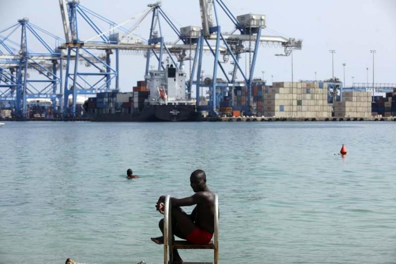 malta-refugiados-negro-ante-el-mar-foto-olmo-calvo.jpg