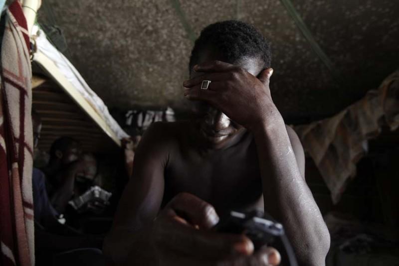 malta-refugiados-negros-tristes-foto-olmo-calvo.jpg