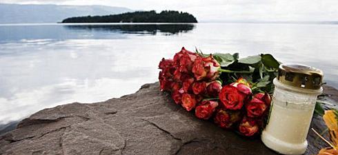 noruega-fliores-y-velas-en-recuerdo-a-los-jovebnes-asesinados-en-la-isla-de-utoya-foto-afp.jpg