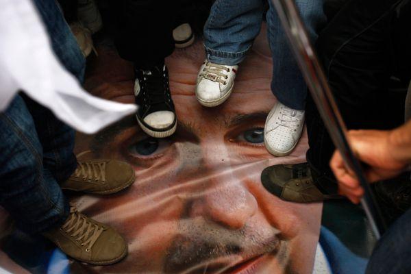 siria-la-peor-ofensa-es-pisar-el-rostro-de-bashar-el-assad-foto-ap.jpg