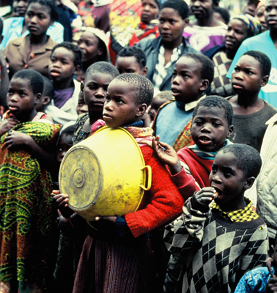 zimbabwe-ninos-con-hambre.jpg