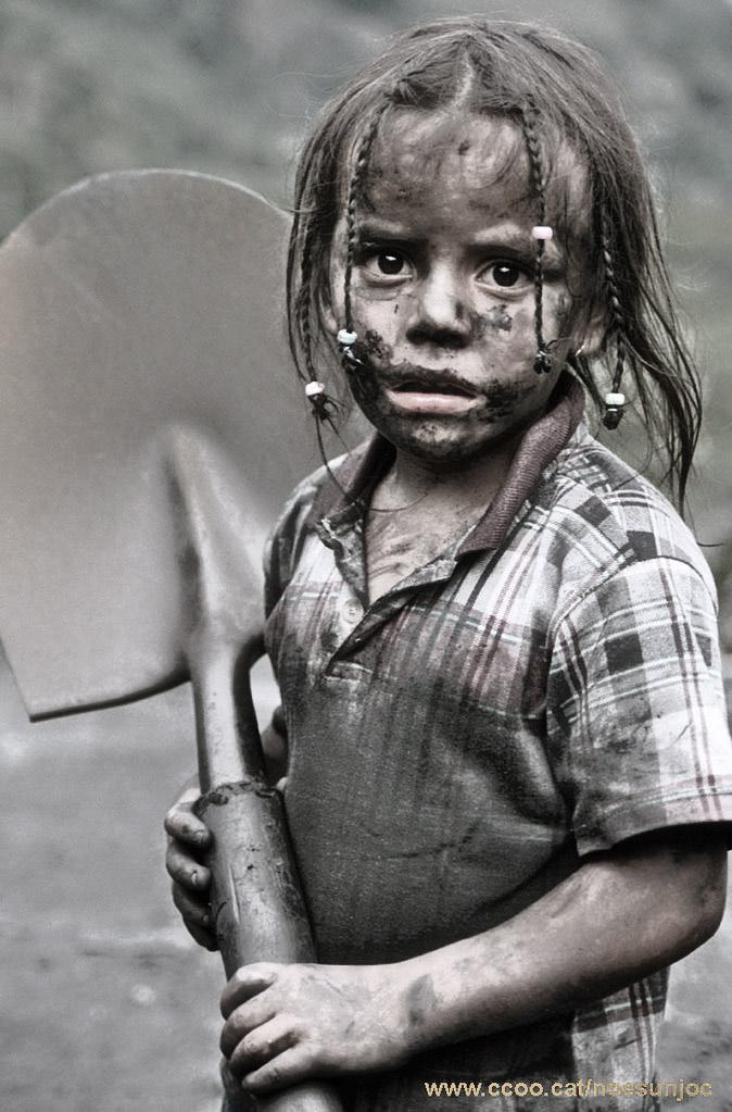trabajo-infantil-colombia-ella-tambien-busca-esmeraldas.jpg